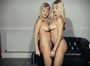 STRIPPER TWINS - English..