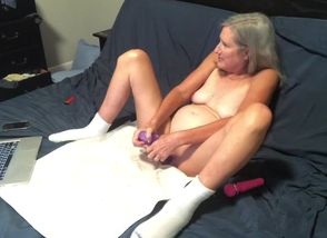 Red-hot Cougar Wanks While..