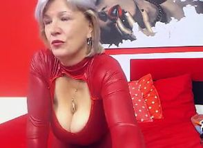 Huge-boobed Grannie Linda 50..