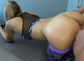 Giant booty blondie mommy need..