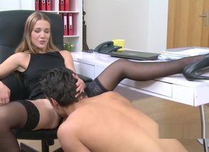 Lady agent in tights gets oral