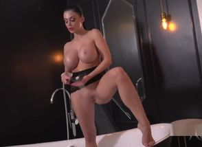 Aletta Ocean solo getting off