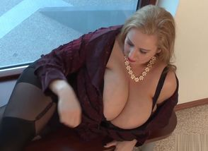 Fat Fun bags Cougar Blondie